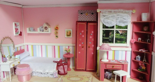 La vie en rose 7 miniatura roombox cadou camera roz femei fete pat dulap biblioteca