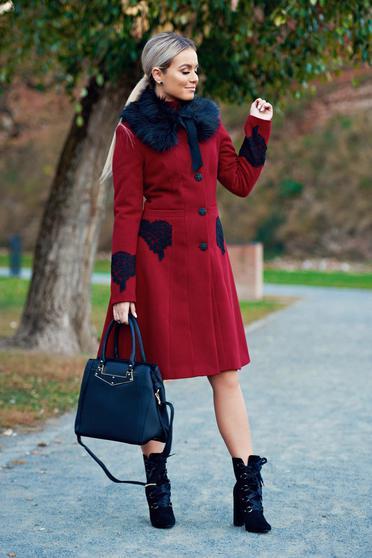 palton rosu de iarna toamna elegant frumos femei