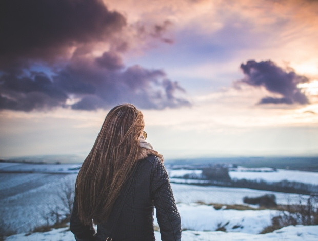 viata noua schimbare girl-and-fantasy-sky-scenery-1-picjumbo-com